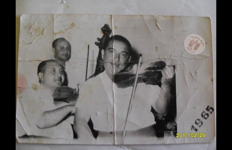 DUDÁS JÁNOS prímás, DUDÁS LÁSZLÓ brácsás,HORVÁTH KÁROLY bőgős 1965.