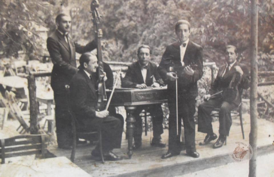 DUDÁS JÁNOS és ZENEKARA Budapest 1943