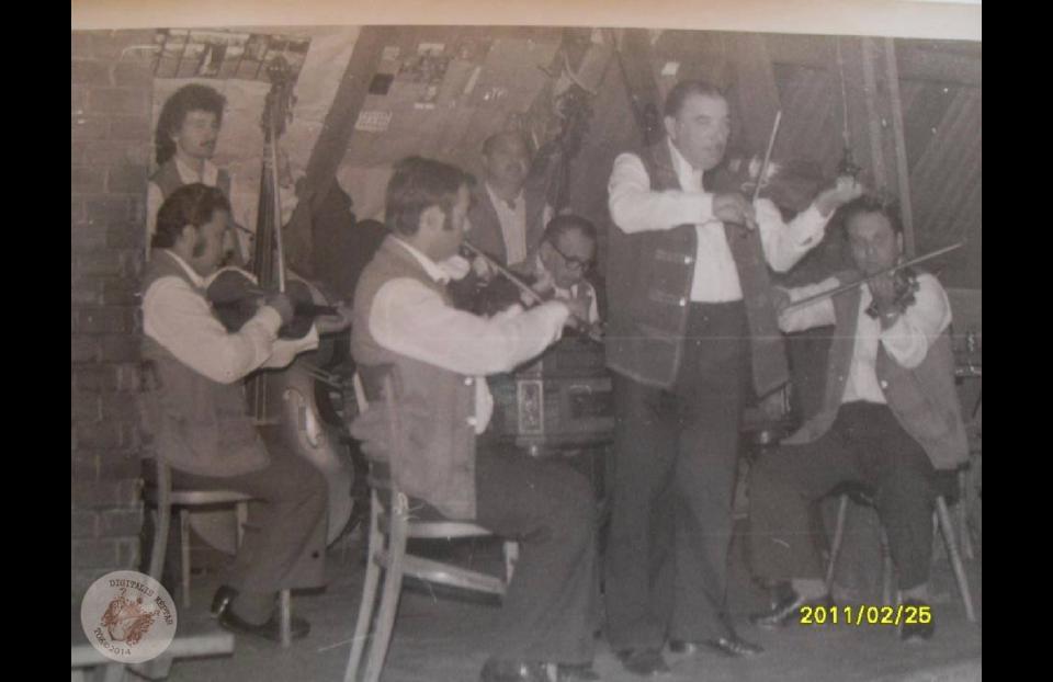 id. DUDÁS JÁNOS és ZENEKARA a Patkó Csárdában