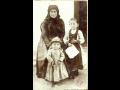 ANYA GYERMEKEIVEL 1895 körül