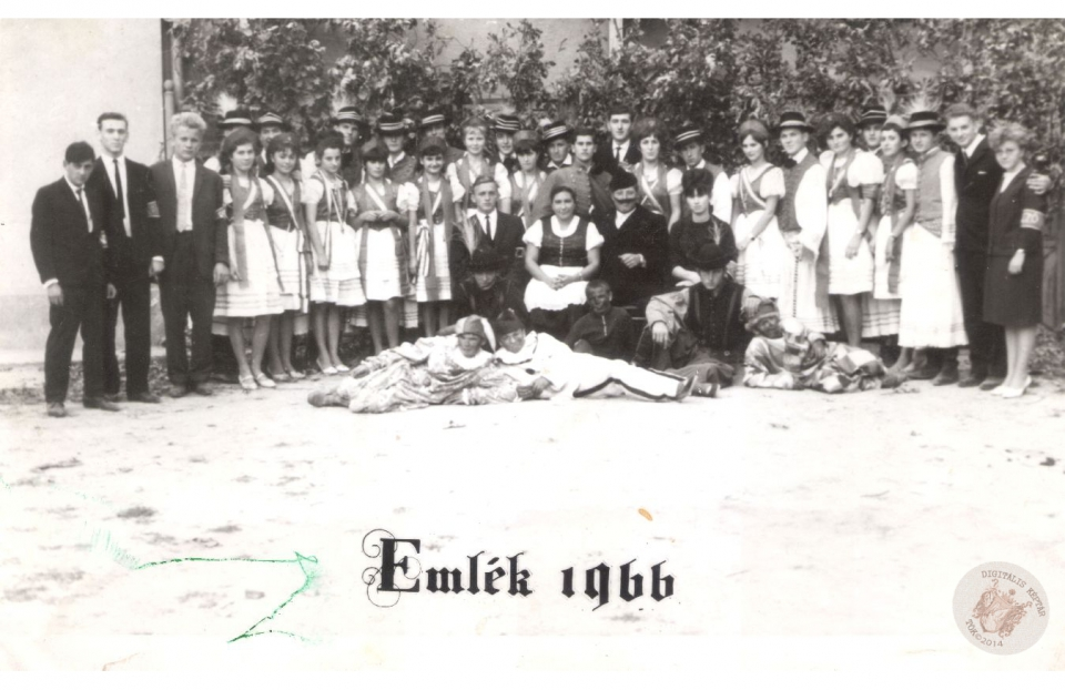 SZÜRETI FELVONULÁS 1966