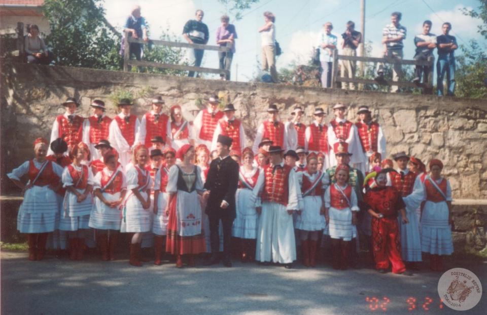 SZÜRETI MULATSÁGOK 2002