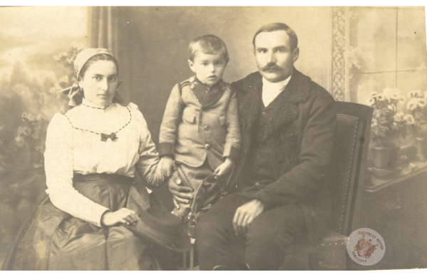0061 31. Mészáros József családja 1922 k. Kollár J-nétól.jpg
