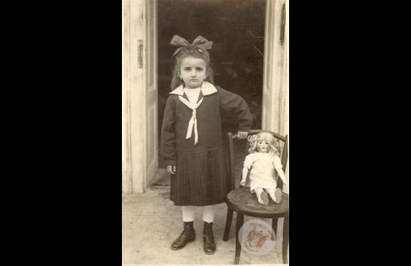 0068 41. Kislány babával 1925 k. Kollár J-nétól
