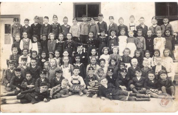 0045 osztalykep_1937-38_I-II-IIIo_HJ-ne