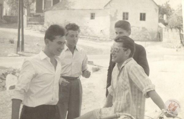 0090 Fiúk a Kútvölgyön 1960 körül Kemény L-nétól