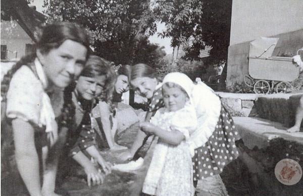 0096 Kútvölgy, Ivókút.1937. körül.Kemény Attilától
