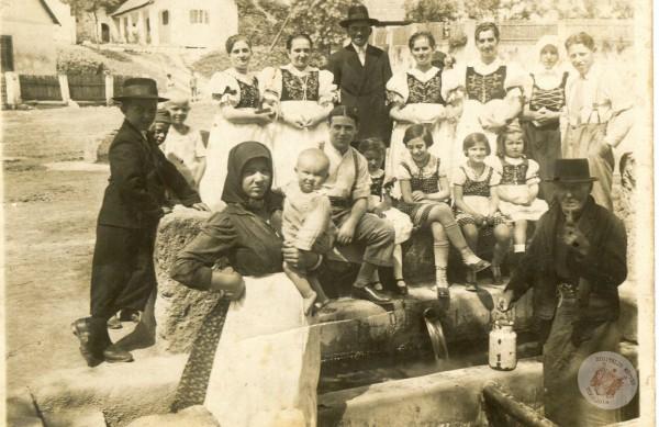 0097 Ivókút.1943. Kollár Balázsnétől