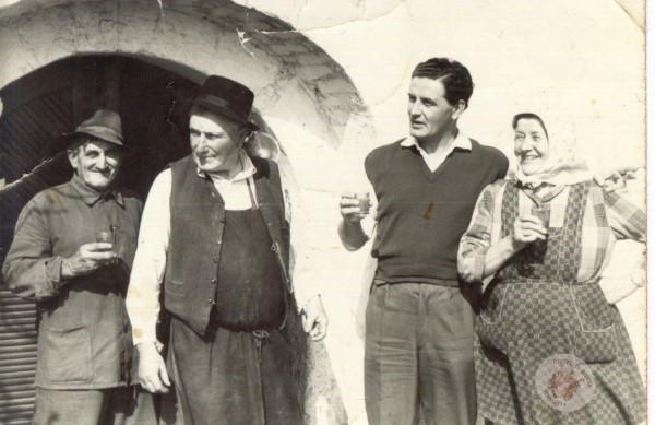 0109 Pincénél 50-es években Kollár L-nétól